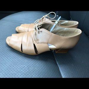 Babdoline Tan shoes